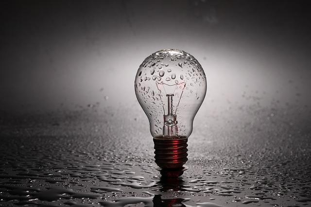 žárovka ve vodě